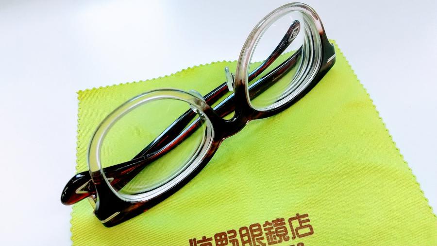 眼鏡の置き方